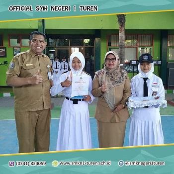 Peserta didik SMKN 1 Turen mendapatkan hadiah studi wisata ke Yogyakarta, berkat kemenangannya di lomba pramuka