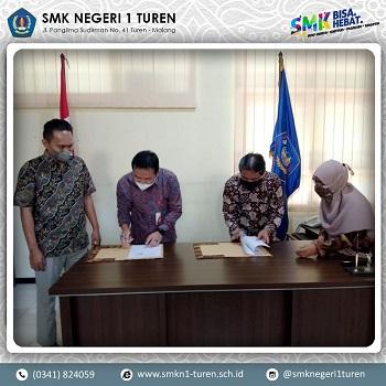 Penandatanganan Kontrak Kerjasama (MOU) Antara SMK Negeri 1 Turen Dengan PT Indonesia Comnets Plus (ICON+)